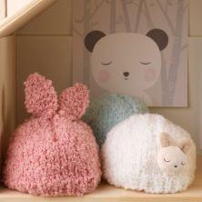 Gorritos realizados con lana Bouclette Dmc colores 01 y 04